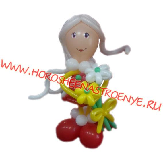 Учитель с цветами из шаров